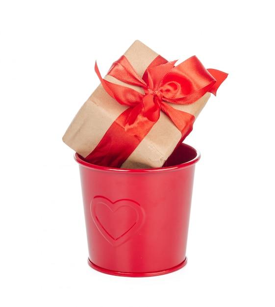 Caixa de presente com laço de fita isolado Foto Premium