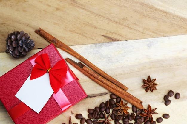 Caixa de presente e decorações rústicas Foto Premium
