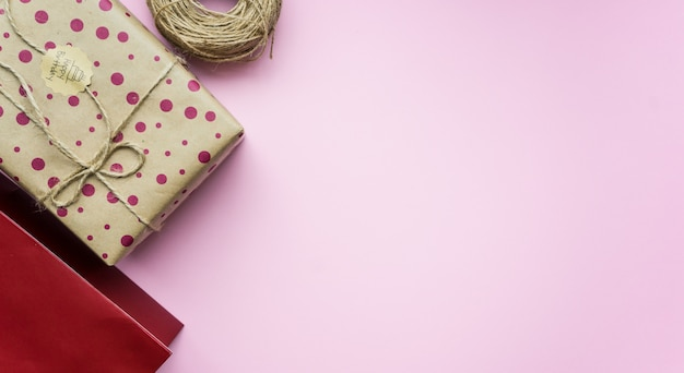 Caixa de presente em rosa Foto Premium