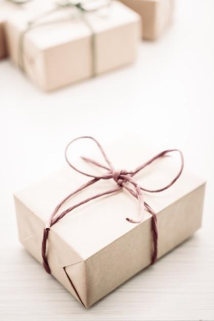 Caixa de presente marrom Foto gratuita