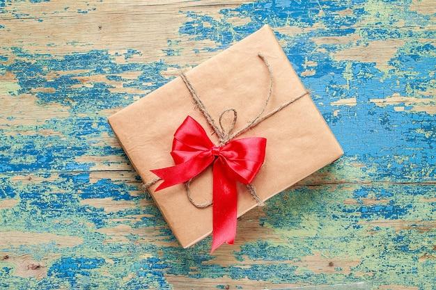 Caixa de presente no vintage azul Foto Premium