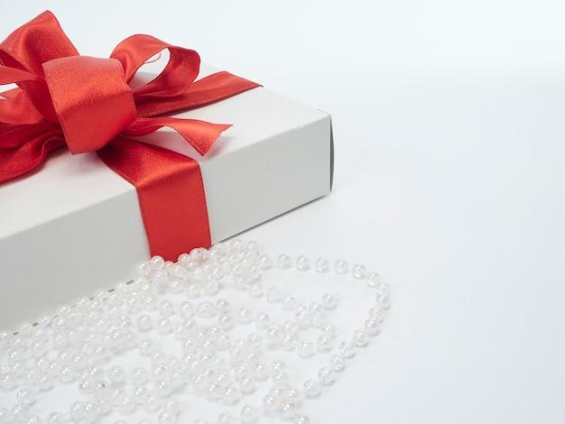 Caixas de presente com fita vermelha Foto Premium