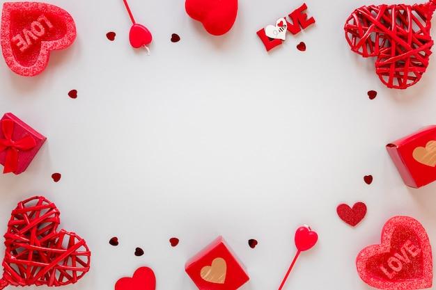 Caixas e corações para moldura de dia dos namorados Foto gratuita