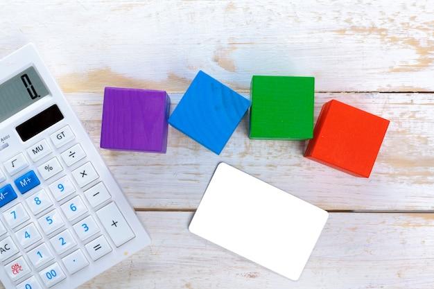 Calculadora digital na mesa Foto Premium