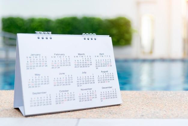 Calendário 2020 feche o calendário de configuração do calendário para organizar a agenda. conceito de gerenciamento de tempo. Foto Premium
