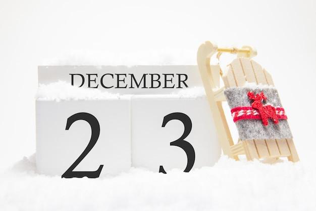 Calendário de madeira para 23 de dezembro do mês de inverno. Foto Premium