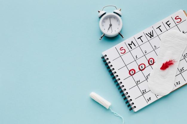 Calendário de período com espaço de cópia Foto gratuita