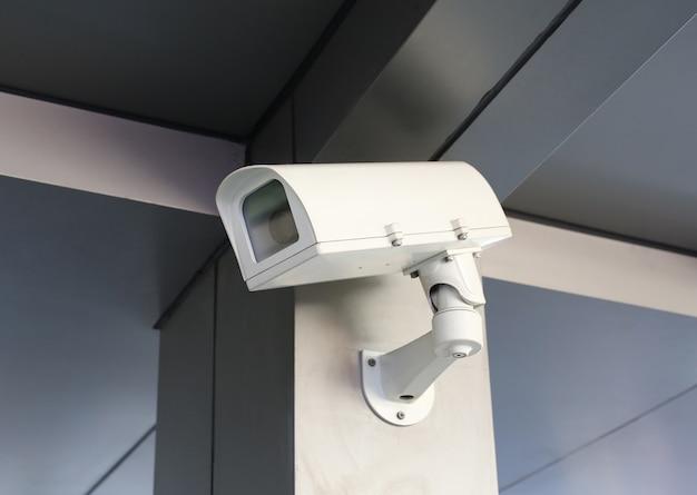 Câmara de segurança cctv do edifício morden Foto Premium