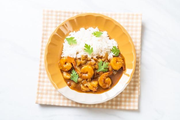 Camarão ao molho de caril com arroz Foto Premium