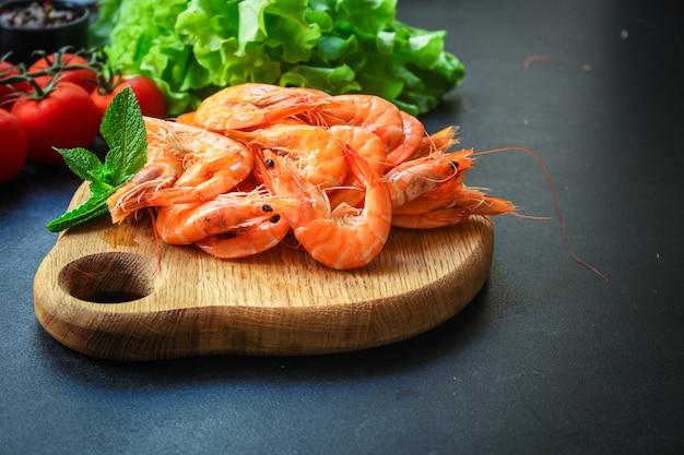 Camarão cozido frutos do mar pronto para comer camarão Foto Premium