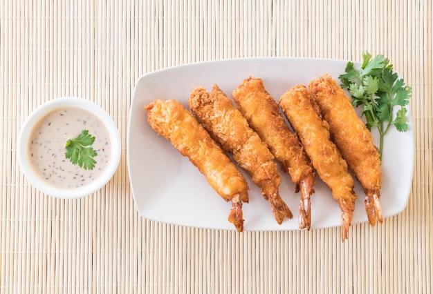 Camarão frita na mesa Foto gratuita