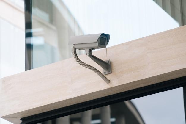 Câmera cctv em close da parede Foto Premium