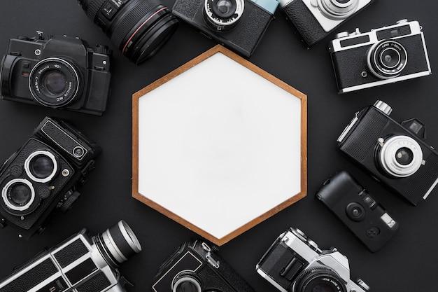 Câmeras ao redor do quadro hexagonal Foto gratuita