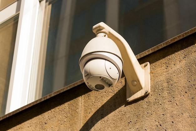 Câmeras de cftv na parede Foto Premium