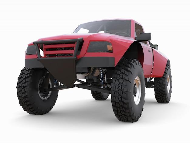 Caminhão de corrida esportivo vermelho mais preparado para o terreno desértico Foto Premium