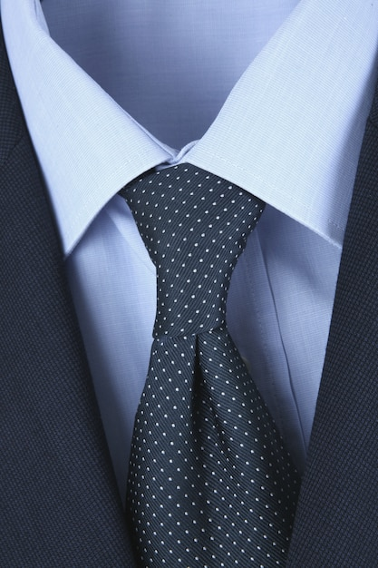 Camisa masculina gravata e jaqueta Foto Premium