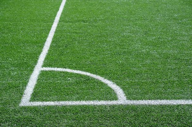 Campo de futebol verde com linhas brancas de marcação Foto Premium