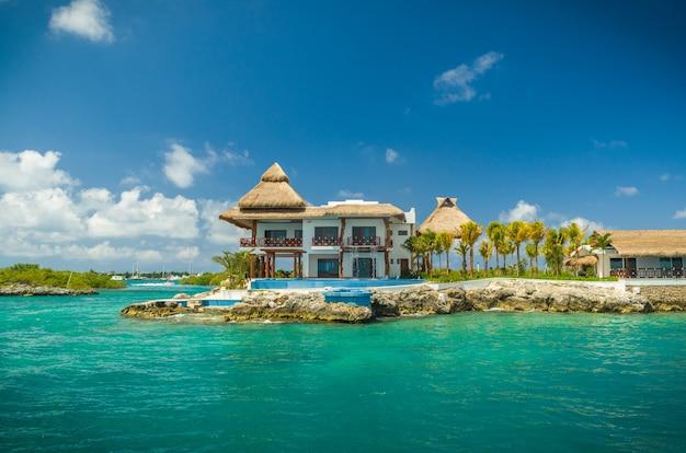 Cancún - isla mujeres. bela vista da costa da ilha de isla mujeres. Foto Premium