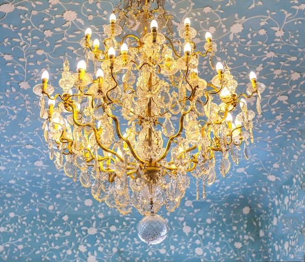 Candelabro de ouro vintage no estilo barroco e rococó, Foto Premium