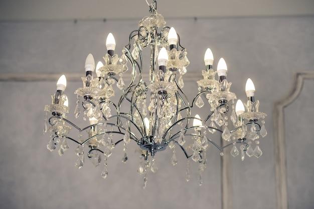 Candelabros, cristal, lustre, ênfase no luxo Foto Premium