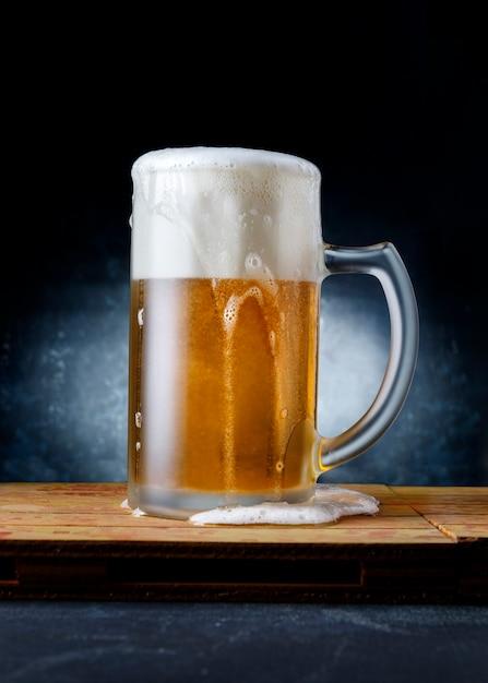 Caneca de cerveja deliciosa e refrescante Foto Premium