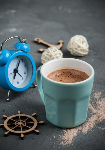 Caneca de chocolate quente ou cacau Foto Premium