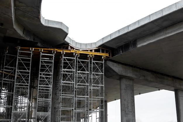 Canteiro de obras, construção, andaimes, andaimes. Foto Premium