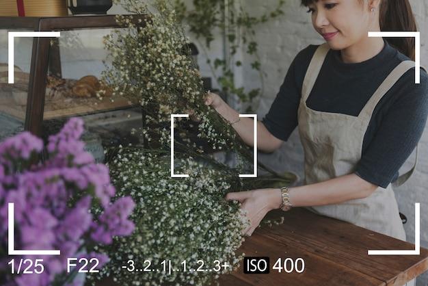 Captura de captura de câmera de mulher Foto gratuita