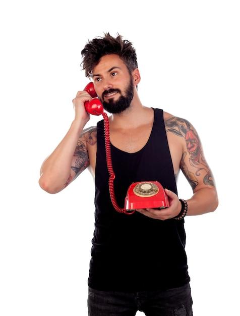Cara atraente com um velho telefone vermelho Foto Premium