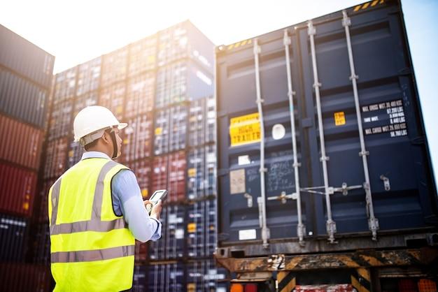 Carga de controle de capataz caixa de contentores de cargo freight ship for import export, Foto Premium