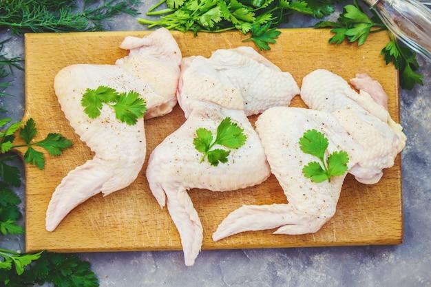 Carne de frango, foco seletivo. comida e bebida. Foto Premium