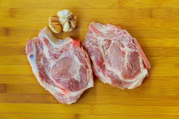 Carne de porco crua de cordeiro cru Foto Premium