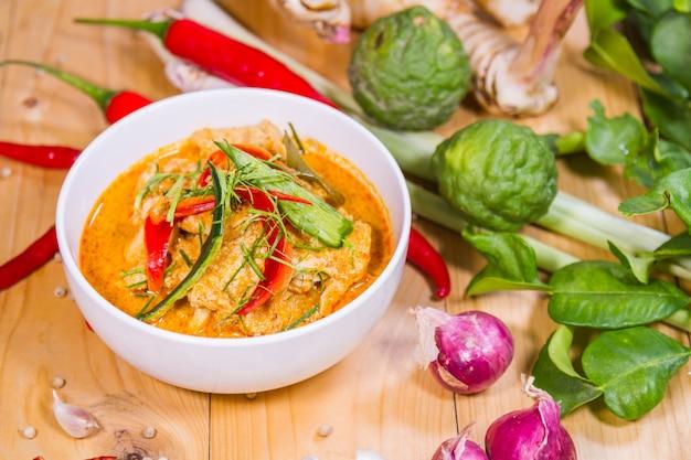 Carne de porco curry Foto gratuita