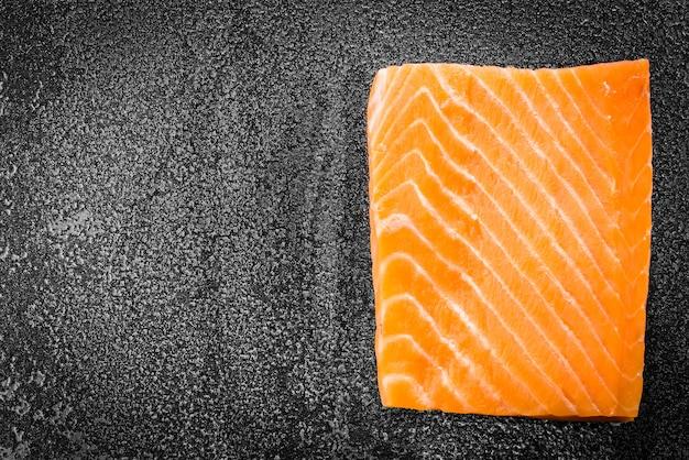 Carne de salmão cru Foto gratuita