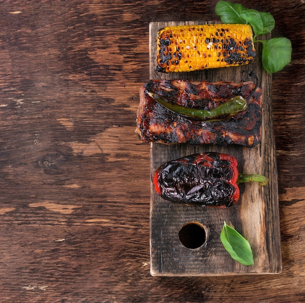 Carne e legumes para churrasco Foto Premium