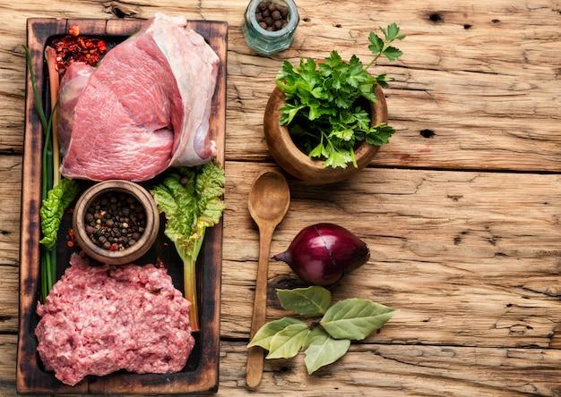 Carne moída crua Foto Premium