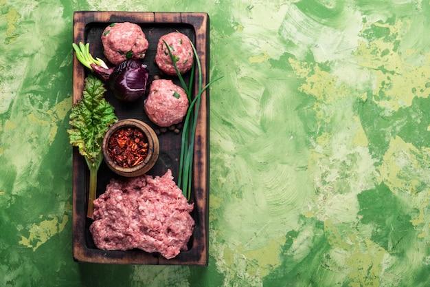 Carne picada crua Foto Premium
