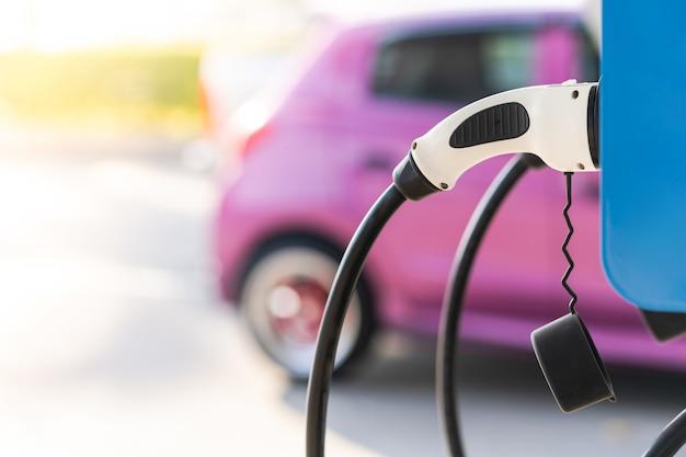 Carregar um acesso de bateria de carro elétrico a eletrificação de veículo Foto Premium