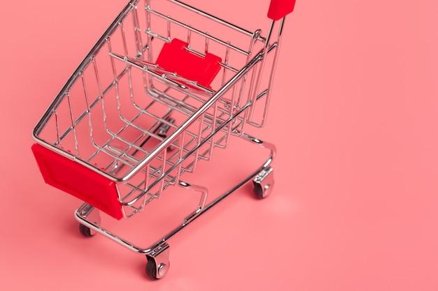 Carrinho de compras ou carrinho de supermercado em rosa Foto Premium