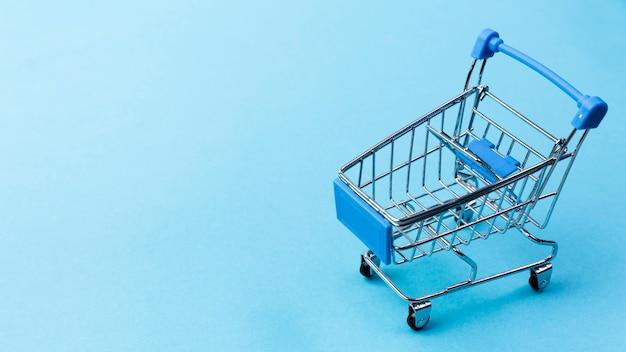 Carrinho de compras vazio com cópia-espaço Foto gratuita