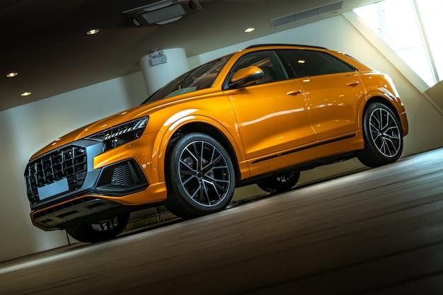 Carro de close-up suv com esporte e estilo moderno Foto Premium