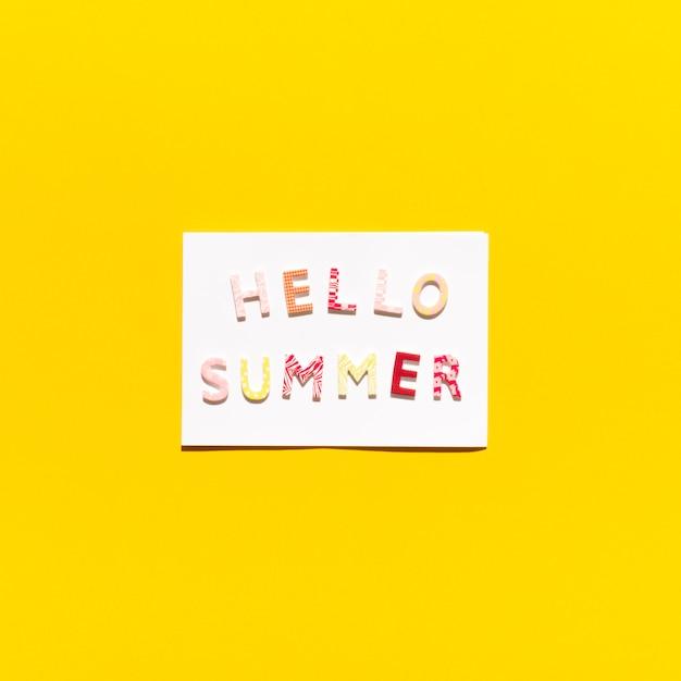 Cartão com mensagem olá verão Foto gratuita