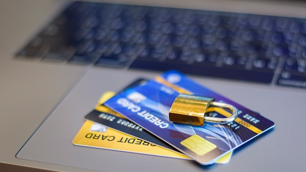 Cartão de crédito com cadeado Foto Premium