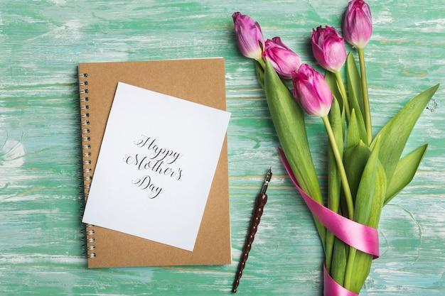Cartão de dia das mães e caneta-tinteiro Foto gratuita