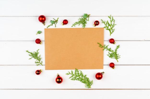 Cartão de natal com copyspace em branco de madeira Foto Premium