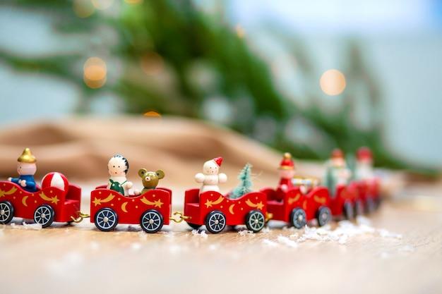 Cartão de natal com trem e decoração de natal. Foto Premium