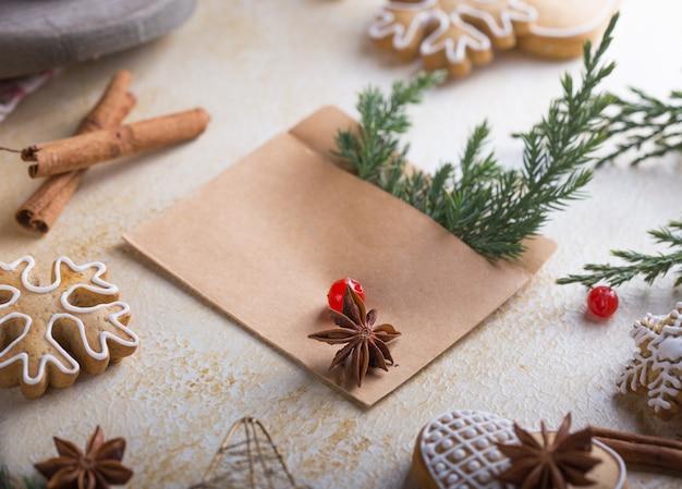 Cartão de saudação de natal festivo de inverno em fundo branco Foto Premium