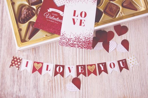 Cartão Do Dia Dos Namorados E As Letras Com A Frase Eu Te Amo