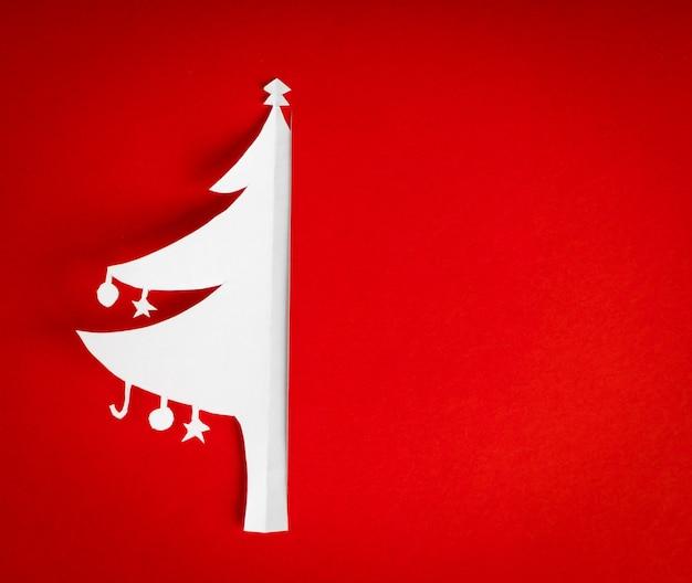Cartão do natal do vintage com o verdadeiro papel da árvore de natal Foto gratuita