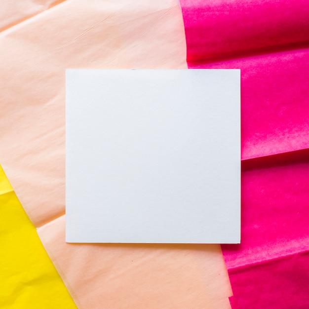 Cartão em papel de embrulho Foto gratuita
